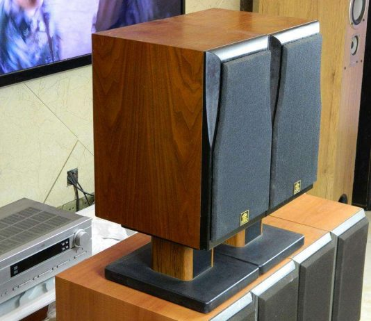 speaker stand feature