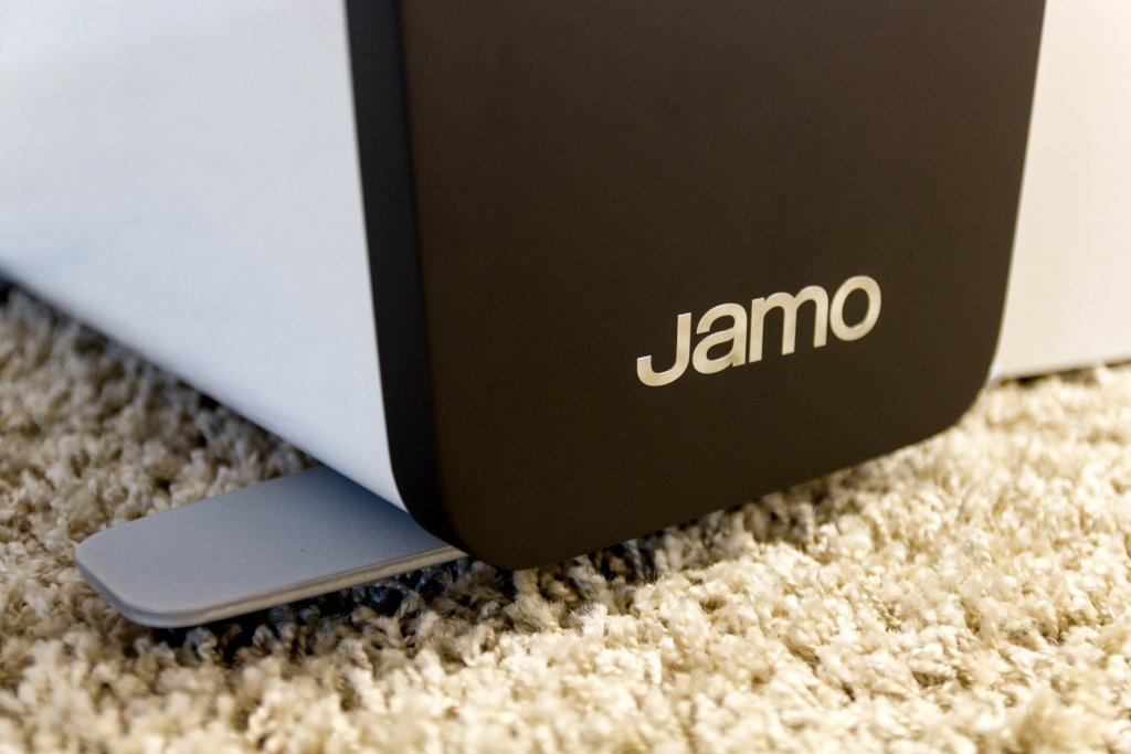 jamo concert C109 floor-standing speaker logo and standing